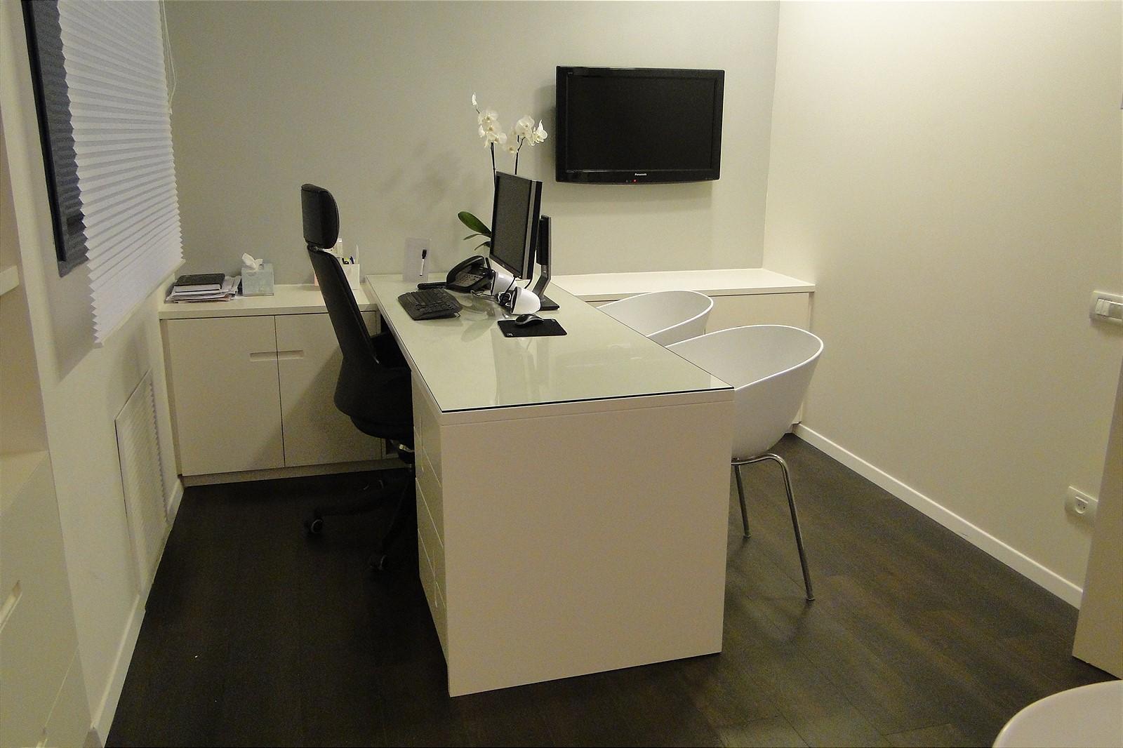 office7_1600x1066