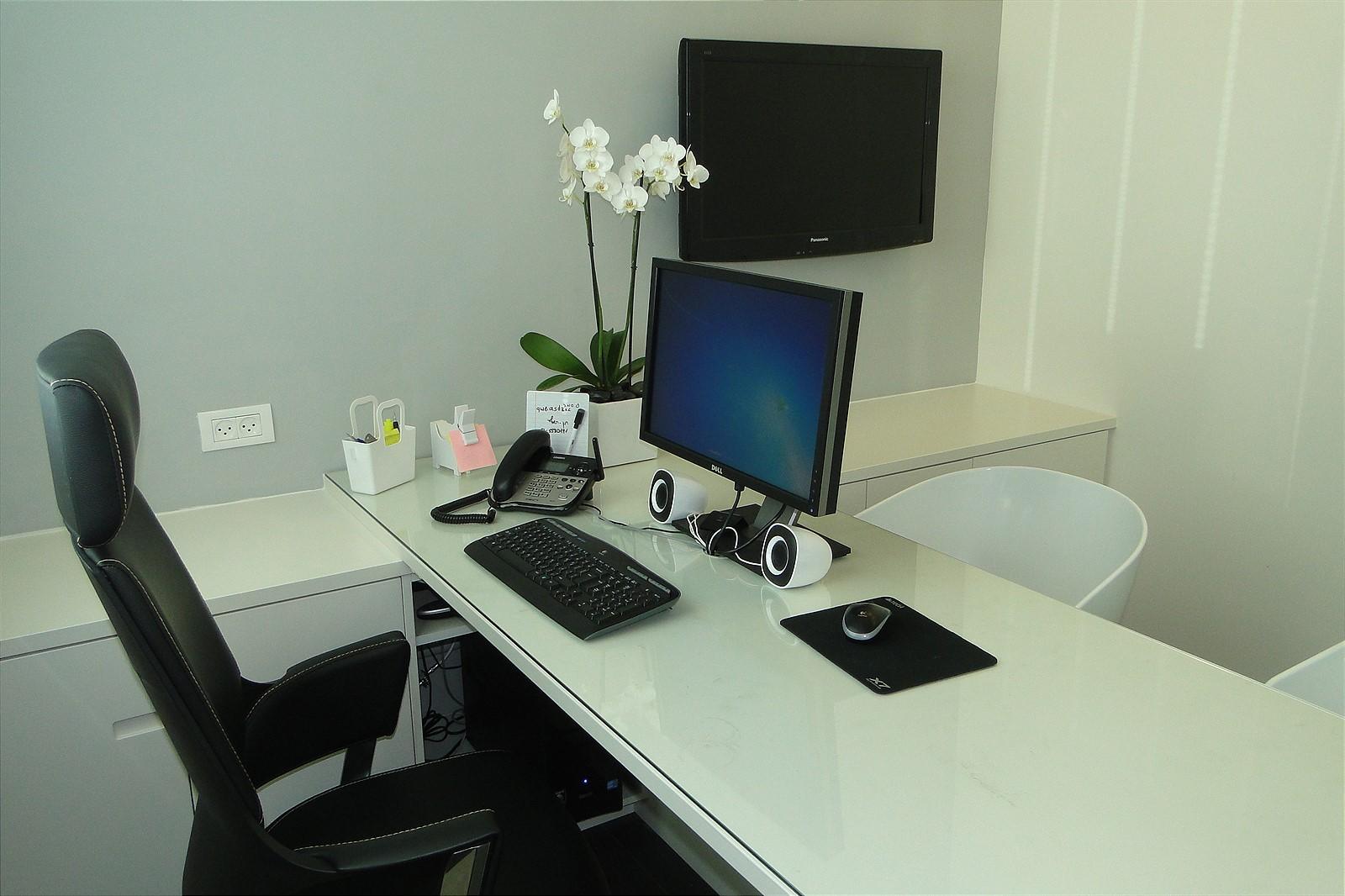 office8_1600x1066